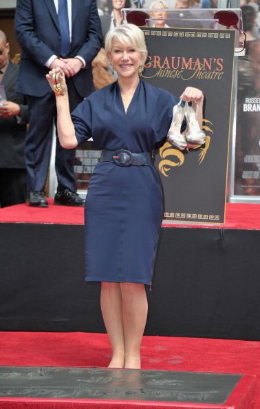 Barefoot「Helen Mirren Hand & Footprint Ceremony At Grauman's Chinese Theatre」:写真・画像(11)[壁紙.com]