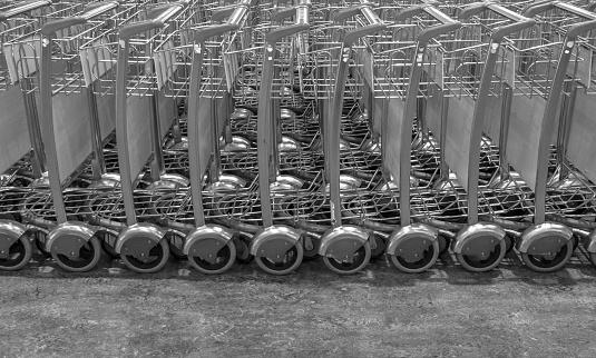 モノクロ「A group of Airport Luggage Carts at Kuala Lumpur Airport」:スマホ壁紙(17)