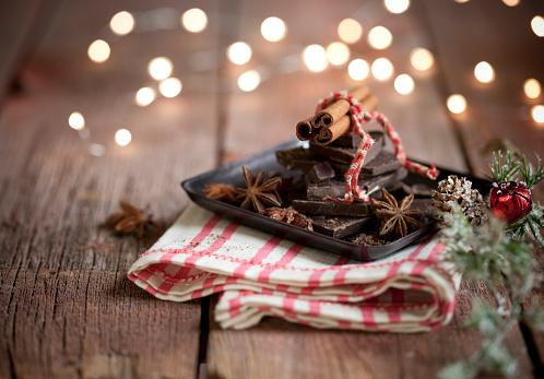 Pine Cone「Holiday Seasonal Spices and Chocolate」:スマホ壁紙(9)
