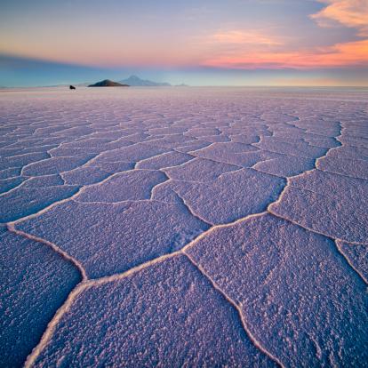 塩湖「Salar de Uyuni hexagons at sunset」:スマホ壁紙(4)