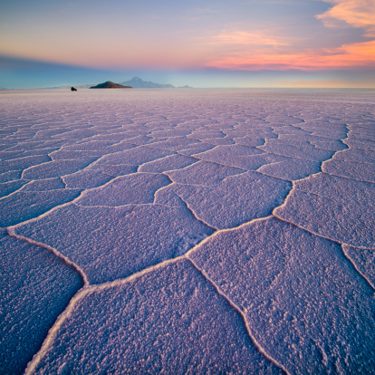 Salt - Mineral「Salar de Uyuni hexagons at sunset」:スマホ壁紙(3)