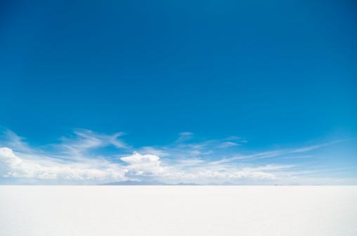 夏休み「ウユニ塩湖」:スマホ壁紙(19)