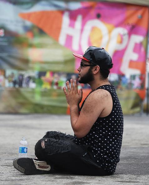 フロリダ州オーランド「Mourners Marks 1st Anniversary Of Orlando Pulse Nightclub Mass Shooting」:写真・画像(6)[壁紙.com]