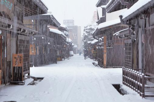 雪「Alley in Winter」:スマホ壁紙(9)