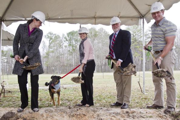 Alabaster「Beneful Kicks-Off Second $500,000 Dream Dog Park Renovation」:写真・画像(3)[壁紙.com]