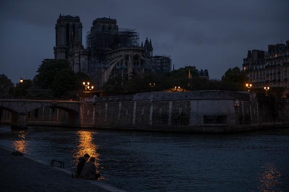 Seine River「Paris Assesses Damage Following Notre Dame Blaze」:写真・画像(3)[壁紙.com]