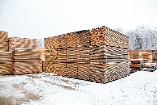 Lumber Industry「Stacks of wood planks in a lumberyard」:スマホ壁紙(1)