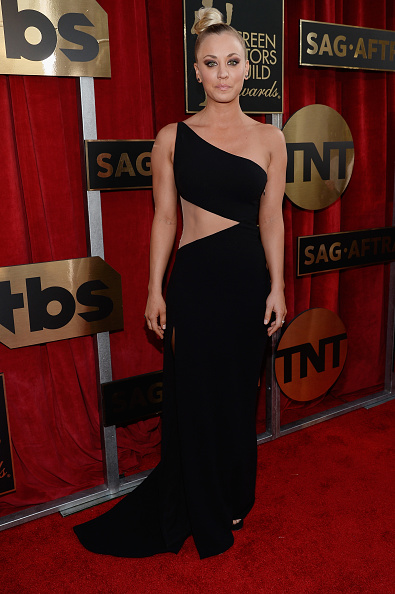 服装「22nd Annual Screen Actors Guild Awards - Red Carpet」:写真・画像(2)[壁紙.com]