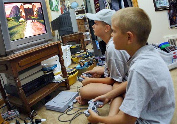 Video Game「Kids Playing Violent Video Games」:写真・画像(11)[壁紙.com]