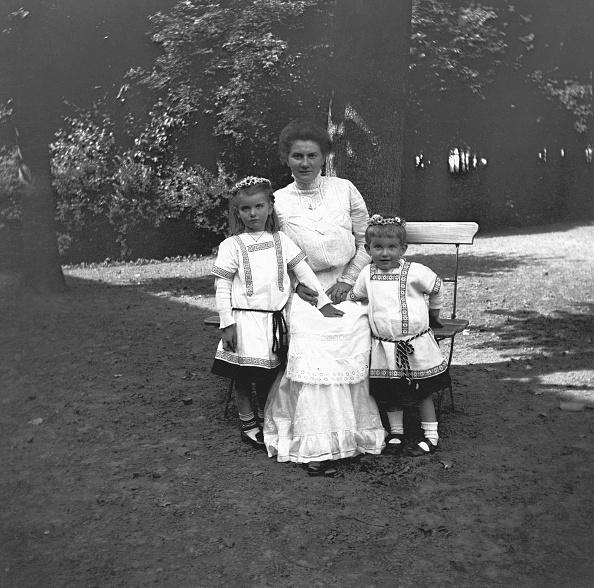 Bench「Children In Costume」:写真・画像(2)[壁紙.com]