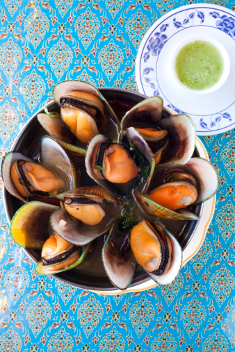 Chili Sauce「Bowl of steamed green mussels w/basil chili sauce」:スマホ壁紙(7)