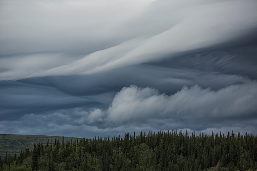 Yukon「Lenticular clouds form over the flanks of Crow Mountain」:スマホ壁紙(8)