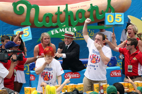 Michael Nagle「Nathan's Hot Dog Eating Contest Features Re-Match Of Champions」:写真・画像(16)[壁紙.com]