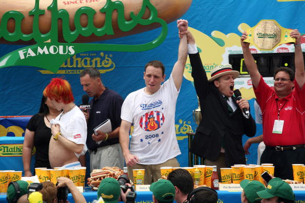 Michael Nagle「Nathan's Hot Dog Eating Contest Features Re-Match Of Champions」:写真・画像(15)[壁紙.com]
