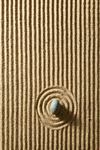 Rippled「Zen stone on sand」:スマホ壁紙(7)