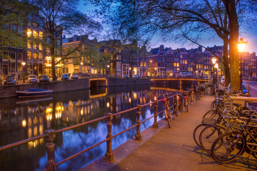 Amsterdam「Herengracht canal in Amsterdam in the evening」:スマホ壁紙(2)