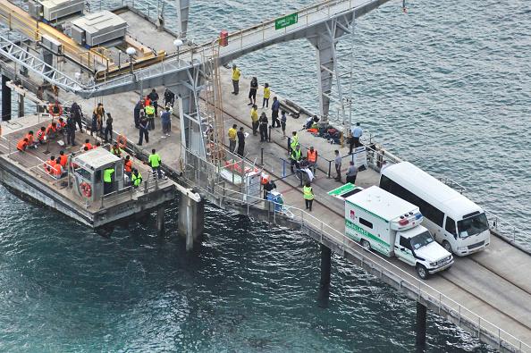 Capsizing「Rescue Underway After Asylum Seeker Boat Capsizes」:写真・画像(7)[壁紙.com]