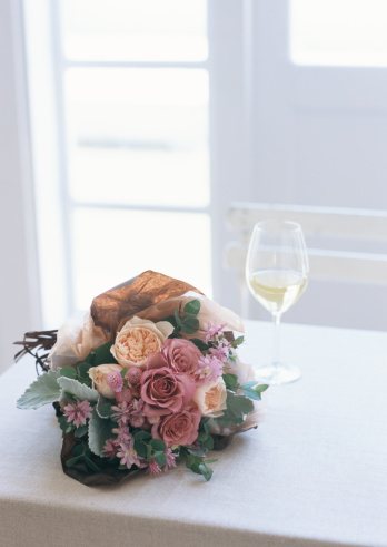 Surrounding「Bouquet and white wine」:スマホ壁紙(16)