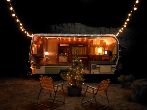 Christmas Lights「trailer at night with christmas decorations」:スマホ壁紙(4)