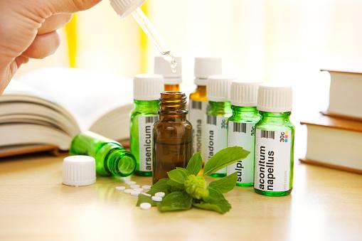Human Hand「Homeopathic Medicine: Remedies and Books」:スマホ壁紙(3)