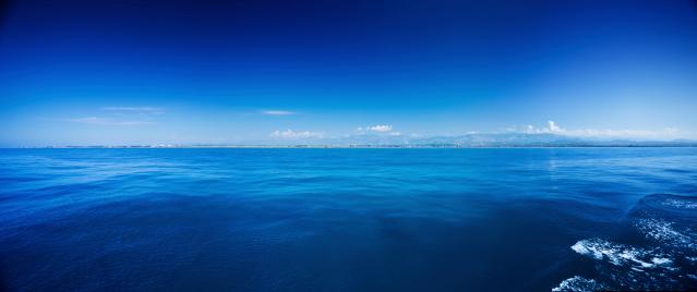 アドリア海「青い海の上の澄んだ空」:スマホ壁紙(10)
