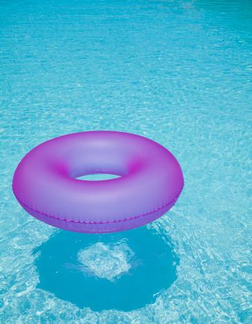 プール「USA, Florida, St. Petersburg, Inner tube floating on water」:スマホ壁紙(10)