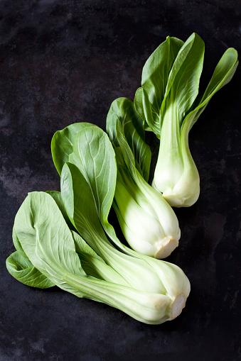 Chinese Cabbage「Chinese cabbage on dark metal」:スマホ壁紙(8)