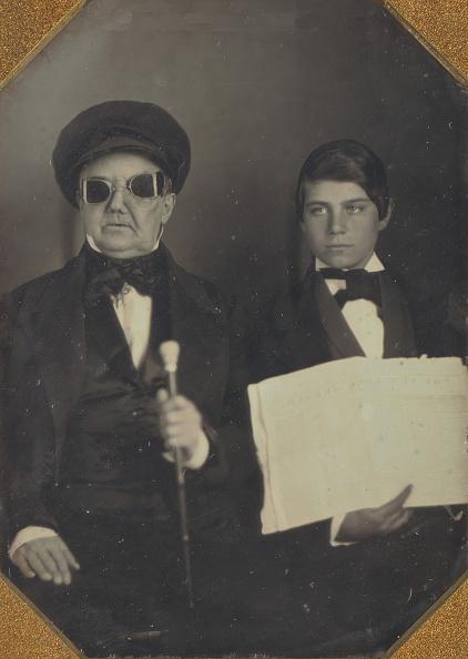 男「Blind Man And His Reader」:写真・画像(16)[壁紙.com]