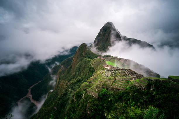 Machu Picchu in the fog, Cuzco, Peru:スマホ壁紙(壁紙.com)