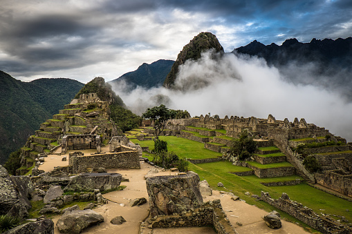 Peru「Machu Picchu at Sunrise and Clouds」:スマホ壁紙(10)