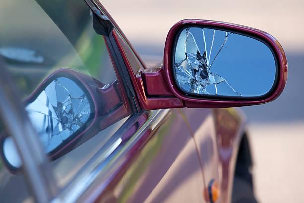 Broken car mirror:スマホ壁紙(壁紙.com)