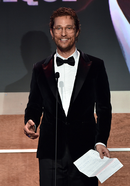 Receiving「28th American Cinematheque Award Honoring Matthew McConaughey - Show」:写真・画像(2)[壁紙.com]