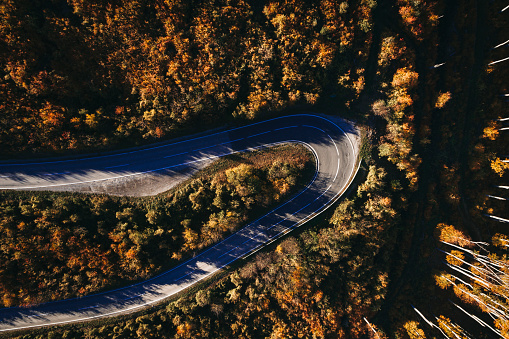 Hairpin Curve「Austria, Lower Austria, Vienna Woods, Exelberg, aerial view on a sunny autumn day over a winding mountainroad」:スマホ壁紙(2)