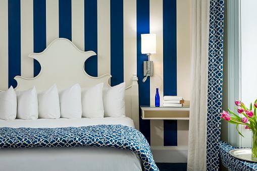 Funky「Boutique hotel bedroom with modern decor」:スマホ壁紙(12)