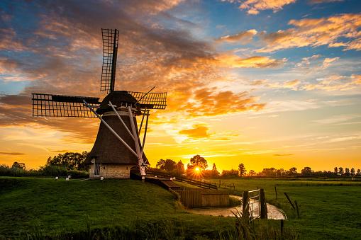 Netherlands「Dutch windmill, Friesland, Netherlands」:スマホ壁紙(0)