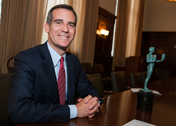 Mayor「SAG/AFTRA Member Los Angeles Mayor Eric Garcetti Casting His Vote For The Upcoming 20th Annual SAG Awards Nominees」:写真・画像(2)[壁紙.com]
