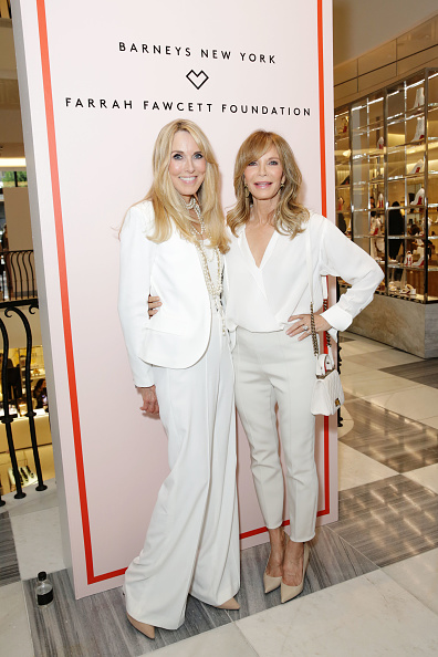 Jaclyn Smith「Barneys New York Hosts A Cocktail Party In Support Of The Farrah Fawcett Foundation」:写真・画像(10)[壁紙.com]