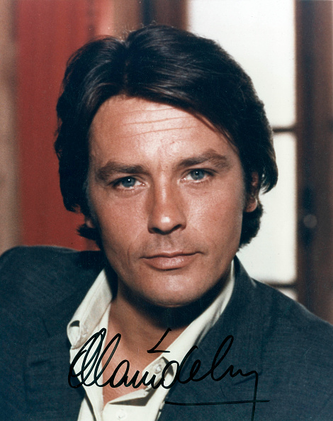 アラン・ドロン「Alain Delon, french actor, photo with autograph c. 1977」:写真・画像(5)[壁紙.com]