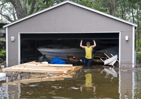 Hurricane Ike「Texas Gulf Coast Cleans Up After Hurricane Ike」:写真・画像(4)[壁紙.com]
