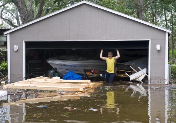 Hurricane Ike「Texas Gulf Coast Cleans Up After Hurricane Ike」:写真・画像(1)[壁紙.com]