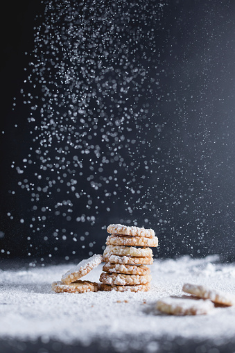 Biscuit「Shortcrust pastry, stacked, sugar rim, icing sugar」:スマホ壁紙(8)