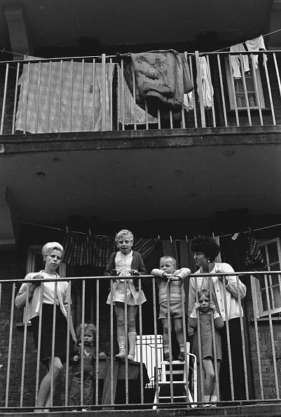 Apartment「Council Estate Families」:写真・画像(7)[壁紙.com]