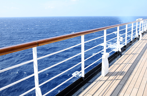 Railing「Horizon view from empty cruise ship deck on a sunny day」:スマホ壁紙(10)