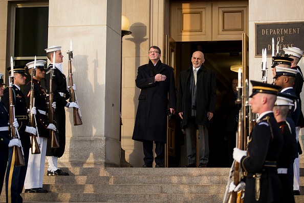 Drew Angerer「Defense Secretary Ash Carter Hosts Honor Cordon For Afghan President Ghani At Pentagon」:写真・画像(4)[壁紙.com]