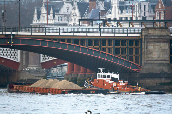 Finance and Economy「Materials on barge on River Thames, London, UK」:写真・画像(12)[壁紙.com]