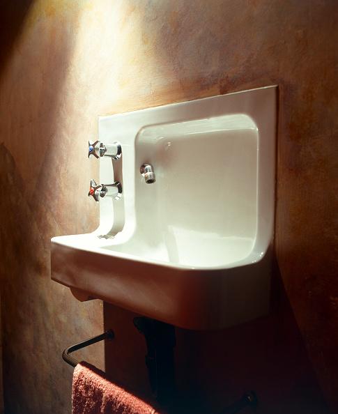 skyscraper「Barbican Estate, London. Ceramic washbasin. The design of the Barbican hand rinse basins is unique, based on Twyford's design for the Shell Centre in London.」:写真・画像(6)[壁紙.com]