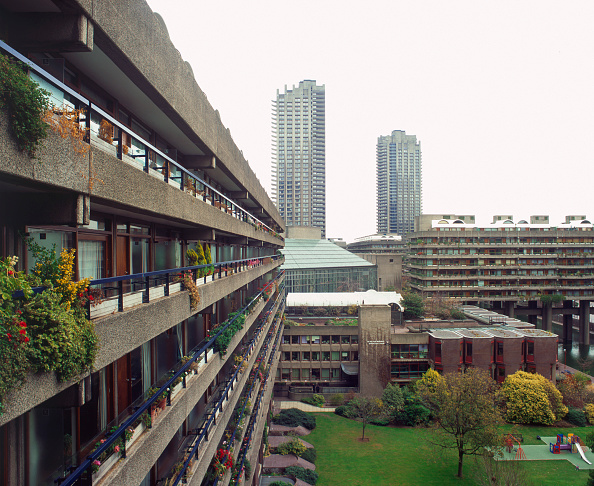 Architecture「Barbican Estate, London. The architects (Peter Chamberlin, Geoffry Powell and Christof Bond) gave to London the first significant challenge to the post-war  consensus of urban decentralisation.」:写真・画像(1)[壁紙.com]