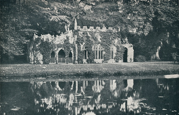 Mausoleum「'The Ruins at Frogmore', c1899, (1901)」:写真・画像(2)[壁紙.com]