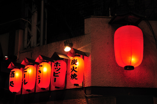Japanese Language「Lanterns Outside Pub」:スマホ壁紙(12)