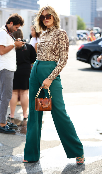 Blouse「Street Style - New York Fashion Week September 2019 - Day 7」:写真・画像(4)[壁紙.com]